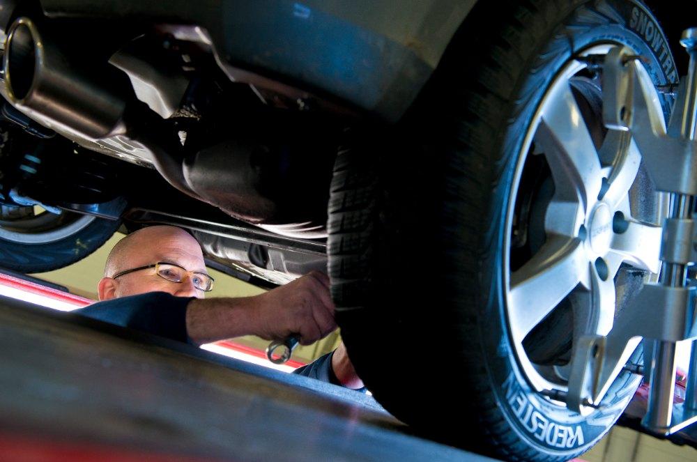 Autobandencheck moeten de beste banden voor- of achter worden gemonteerd