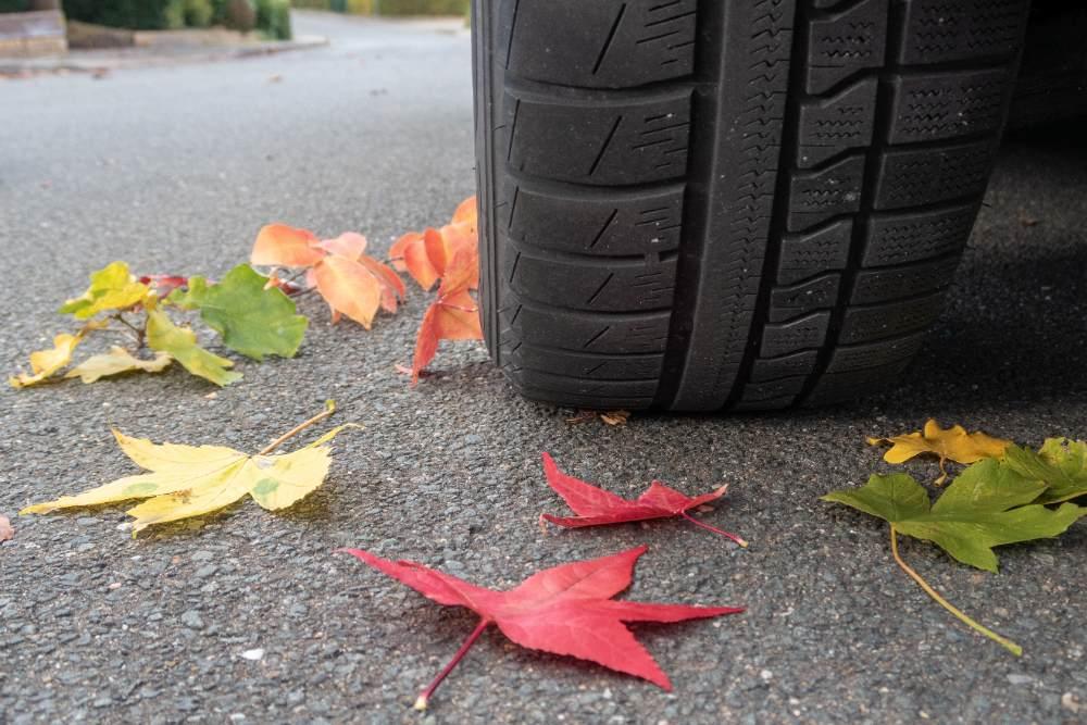 autobandencheck wat is het verschil tussen zomer- en 4-seizoenenbanden
