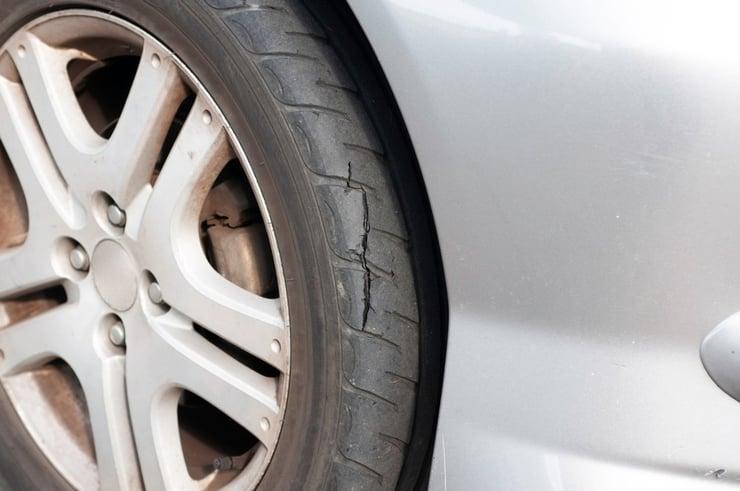autobandencheck-slijtage banden vertragen